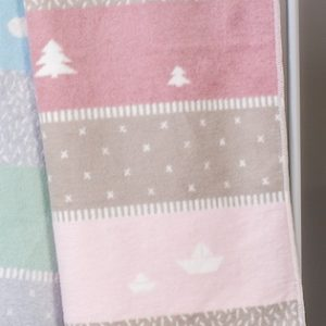 david-fussenegger-Rose-Holiday-Maja-Bassinet-Blanket