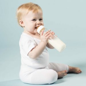 Hevea_Baby_glass_bottle_240ml_2pk_Lifestyle